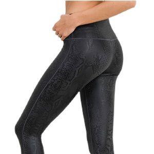 NWT!🥰 Black Mamba Snake Foil Leggings